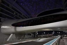 <p>Brawn GP Formula One driver Jenson Button of Britain drives under the bridge of Yas hotel during the second practice session of the Abu Dhabi F1 Grand Prix at the Yas Marina circuit October 30, 2009. REUTERS/Ahmed Jadallah</p>