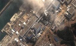 """<p>Спутниковая фотография 3-го реактора атомной станции """"Фукусима"""" в Японии 14 марта 2011 года. Ядерный кризис в Японии развивается по худшему сценарию, хотя информации оттуда недостаточно, сказал глава российской госкорпорации Росатом, занятой строительством и эксплуатацией АЭС. REUTERS/Digital Globe/Handout</p>"""