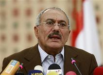 <p>Президент Йемена Али Абдулла Салех на пресс-конференции в Сане 18 марта 2011 года. Президент Йемена Али Абдулла Салех через помощника пообещал покинуть пост главы государства не ранее конца года и только после парламентских выборов, но уступка не убедила протестующую оппозицию. REUTERS/Khaled Abdullah</p>