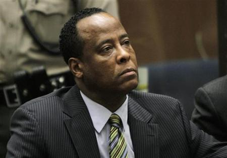 Doctor Conrad Murray, the late Michael Jackson's personal physician, listens during his arraignment on a charge of involuntary manslaughter in the pop star's death, in Los Angeles, California, January 25, 2011. REUTERS/Irfan Khan/Pool