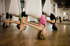 <p>AntiGravity Yoga Wings class at Crunch fitness center, New York City, 2009. REUTERS/Crunch</p>