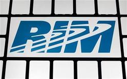 <p>Foto de archivo del logo de la firma Research In Motion (RIM) en su sede de Waterloo, Canadá, nov 16 2009. Research In Motion (RIM) alcanzó un acuerdo con Intellectual Ventures para que le brinde acceso a más de 30.000 patentes pertenecientes a la compañía de propiedad intelectual. REUTERS/Mark Blinch</p>