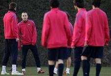 """<p>Игроки """"Барселоны"""" на тренировке недалеко от Барселоны 10 февраля 2011 года. Лидирующая в чемпионате Испании """"Барселона"""" пройдет проверку идущим на третьем месте """"Вильярреалом"""" в 30-м туре чемпионата Испании. REUTERS/Albert Gea</p>"""