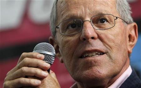 Peru's presidential candidate Pedro Pablo Kuczynski speaks during a conference with the foreign press in Lima, April 8, 2011. REUTERS/Mariana Bazo