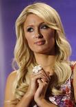 """<p>Paris Hilton participa de divulgação da série """"The World According to Paris"""", durante turnê em Pasadena, Califórnia. 15/04/2011 REUTERS/Mario Anzuoni</p>"""