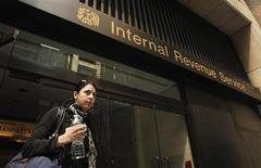 <p>A woman walks out of an Internal Revenue Service office in New York April 18, 2011.The Internal Revenue Service had announced that taxpayers have until April 18, 2011 to file their 2010 returns and pay their tax bills because of a holiday on April 15. REUTERS/Lucas Jackson</p>