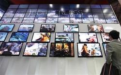 <p>Le sud-coréen LG Display, deuxième constructeur mondial de téléviseurs à écrans plats à cristaux liquides, a annoncé lundi une deuxième perte trimestrielle consécutive. /Photo d'archives/REUTERS/Lee Jae-Won</p>