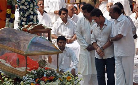 Indian guru Sai Baba buried in state funeral, thousands grieve - Reuters