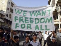"""<p>Юные участники демонстрации в сирийском городе Банияс держат транспарант """"Мы хотим свободы для всех"""" 17 апреля 2011 года. Более 200 членов правящей в Сирии партии """"Баас"""" покинули в среду ее ряды, что стало первым признаком недовольства части правящих кругов жестким подавлением народных выступлений. REUTERS/Stringer</p>"""