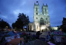 <p>Tents line the street outside the entrance to Westminster Abbey, the venue for the Royal Wedding, in London, April 28, 2011. REUTERS/Phil Noble</p>