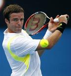 <p>Теймураз Габашвили во время матча на турнире Australian Open в Мельбурне 17 января 2011 года. Российский теннисист Теймураз Габашвили не смог преодолеть барьер второго круга на турнире Munich Open, проходящем в Германии. REUTERS/Mick Tsikas</p>