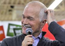 <p>Canada's NDP leader Jack Layton pauses as he speaks at a campaign rally in Winnipeg, Manitoba April 27, 2011. REUTERS/Fred Greenslade</p>