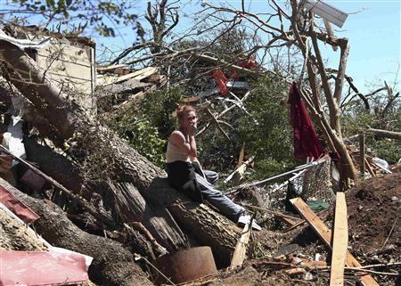 Tracy Hannah reacts after returning to her house for the first time since a tornado swept through the Alberta community near Tuscaloosa, Alabama, April 29, 2011. REUTERS/Marvin Gentry