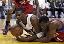 <p>Miami Heat's Chris Bosh (L) grabs a loose ball against the Philadelphia 76ers Thaddeaus Young during first quarter of Game 5 of their NBA Eastern Conference basketball playoff series in Miami April 27, 2011. REUTERS/Hans Deryk</p>