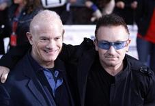 <p>Irish band U2's singer Bono (R) poses with president of MTV Networks International Bill Roedy as they attend MTV Video Music Awards Japan 2008 in Saitama, north of Tokyo, May 31, 2008. REUTERS/Kim Kyung-Hoon</p>
