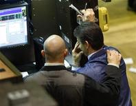 <p>Traders work on the floor of the New York Stock Exchange, November 13, 2008. REUTERS/Brendan McDermid</p>