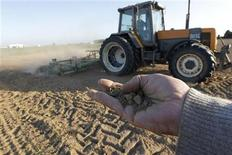 <p>A French farmer holds dry earth in his hand as a tractor works in a field in Blecourt, northern France, May 12, 2011. REUTERS/Pascal Rossignol</p>