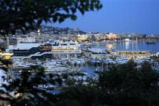 <p>A general view shows the Festival Palace and boats moored in the harbour of Cannes, before the start of the 64th Cannes Film Festival in Cannes May 9, 2011. REUTERS/Jean-Paul Pelissier</p>