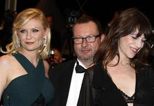 "<p>Director Lars Von Trier (C) and cast members Kirsten Dunst (L) and Charlotte Gainsbourg (R) arrive on the red carpet for the screening of the film ""Melancholia"" in competition at the 64th Cannes Film Festival, May 18, 2011. REUTERS/Eric Gaillard</p>"