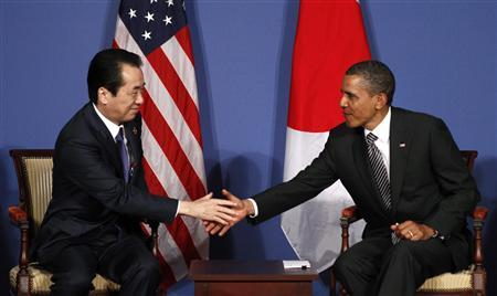 Japanese Prime Minister Naoto Kan and President Barack Obama shake hands at the G8 Summit in Deauville, France May 26, 2011. REUTERS/Kevin Lamarque