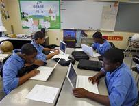 <p>Students at the Lilla G. Frederick Pilot Middle School use their laptops during a class in Dorchester, Massachusetts June 20, 2008. REUTERS/Adam Hunger</p>