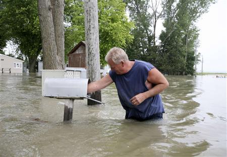Levee breaches threaten residents along Missouri River - Reuters