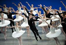 <p>Members of the Royal Danish Ballet perform during the opening of the 121st session of the International Olympic Committee (IOC) in Copenhagen October 1, 2009. REUTERS/Keld Navntoft/Scanpix</p>