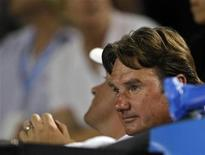 <p>Andy Roddick's coach Jimmy Connors sits in the crowd during the match between Germany's Philipp Kohlschreiber and Andy Roddick of the U.S. at the Australian Open tennis tournament in Melbourne January 18, 2008. REUTERS/Tim Wimborne</p>