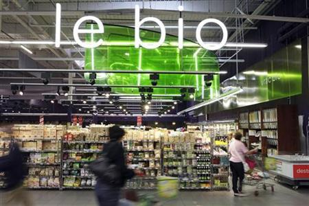 Carrefour plays catch-up with non-food website deal - Reuters