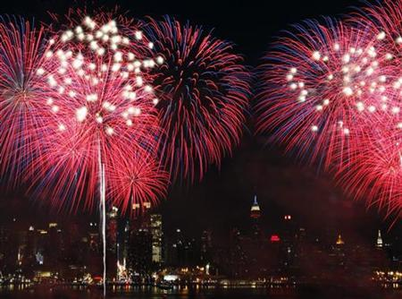 Fireworks explode over the New York City skyline as part of the Independence Day celebration in New York, July 4, 2010. REUTERS/Jessica Rinaldi