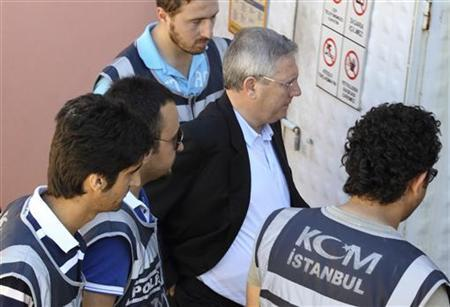 Fenerbahce Chairman Aziz Yildirim (2nd R) is escorted by plainclothes police officers at the courthouse in Istanbul July 8, 2011. REUTERS/Murad Sezer