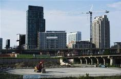 <p>Condominiums are seen under construction in Toronto, July 10, 2011. REUTERS/Mark Blinch (</p>