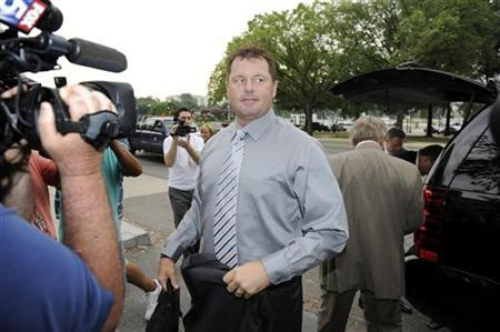 Former Major League Baseball pitcher Roger Clemens arrives for the first day of his perjury trial, at the federal courthouse in Washington, July 6, 2011. REUTERS/Jonathan Ernst