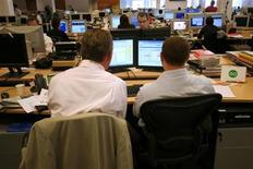 <p>Workers are seen in an office in a file photo. REUTERS/Catherine Benson</p>