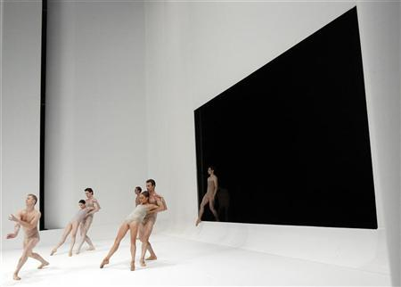 Bolshoi Ballet's dancers perform during a rehearsal for Ballet in one act ''Chroma'' by British choreographer Wayne McGregor at the Bolshoi Theatre in Moscow July 20, 2011. REUTERS/Denis Sinyakov