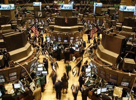 Traders work on the floor of the New York Stock Exchange January 11, 2008. REUTERS/Brendan McDermid