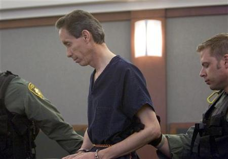 Polygamist Warren Steed Jeffs is escorted from the courtroom following an extradition hearing at the Clark County Regional Justice Center in Las Vegas, August 31, 2006. REUTERS/Las Vegas Sun/Steve Marcus
