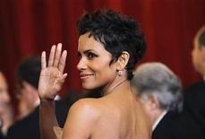 <p>Actress Halle Berry arrives at the 83rd Academy Awards in Hollywood, California, February 27, 2011. REUTERS/Mario Anzuoni</p>