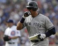 <p>Foto de archivo del toletero de los Yankees de Nueva York Alex Rodríguez durante un encuentro frente a los Cubs de Chicago por la liga de béisbol de Estados Unidos en Chicago, jun 18 2011. La liga de béisbol de Estados Unidos (MLB, por sus siglas en inglés) dijo el miércoles que inició una investigación contra el toletero de los Yankees de Nueva York Alex Rodríguez tras informes que señalan su participación en apuestas de póquer ilegales. REUTERS/John Gress</p>