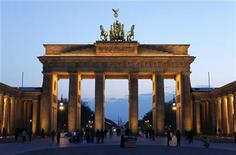 <p>The Brandenburg Gate is pictured at Pariser Platz square in Berlin April 5, 2010. REUTERS/Fabrizio Bensch)</p>