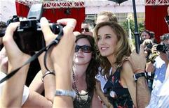 <p>Actress Felicity Huffman (R) who stars in the television series 'Desperate Housewives' poses with fans at the 51st Monte Carlo television festival in Monaco June 9, 2011. REUTERS/Eric Gaillard</p>