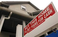 """<p>The sign on a property for sale in Somerville, Massachusetts reads """"Buy This Home I'll Buy Yours For Cash"""" October 25, 2010. REUTERS/Brian Snyder</p>"""