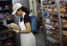 <p>A volunteer worker keeps loaves of bread in a refrigerator inside the Mary Brennan Interfaith Nutrition Network (INN) soup kitchen in Hempstead, New York June 2, 2008. REUTERS/Shannon Stapleton</p>
