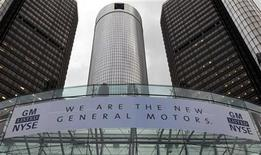 <p>A banner hangs at the front of the General Motors Co world headquarters announcing GM's return to the New York Stock Exchange (NYSE) in Detroit, Michigan November 18, 2010. REUTERS/Rebecca Cook</p>
