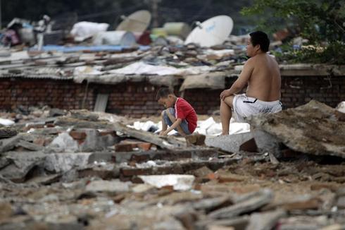 China shuts down migrant schools