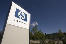 <p>Hewlett-Packard a fait une offre de rachat jeudi sur l'éditeur britannique de logiciels Autonomy et a évoqué la possible scission du groupe avec sa branche de PC. /Photo d'archives/REUTERS/Denis Balibouse</p>