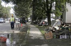<p>Muddied trash and household items line the water logged Main Street in Waterbury, Vermont, August 31, 2011. REUTERS/Herb Swanson</p>