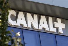 <p>Le groupe de télévision payante Canal+ pourrait prendre le contrôle de Direct 8 et Direct Star, les deux chaînes de la TNT gratuite appartenant au groupe Bolloré. /Photo d'archives/REUTERS/Charles Platiau</p>