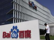 <p>An employee walks past the Baidu company signage outside its headquarters in Beijing, July 26, 2011. REUTERS/Soo Hoo Zheyang</p>