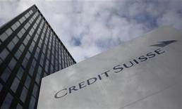 <p>A logo is seen in front of a Credit Suisse building in Zurich, July 28, 2011. REUTERS/Christian Hartmann</p>